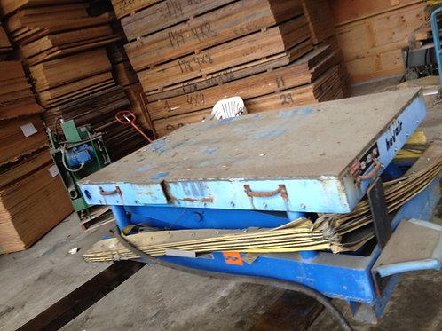 Globe 9,000 lbs. scissor lift