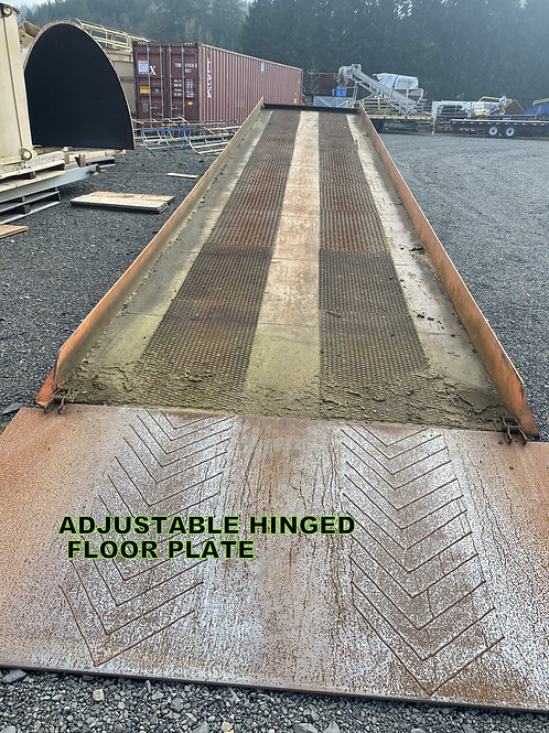 Yard loading ramp 40 ft long with dock plate, mobile ramp