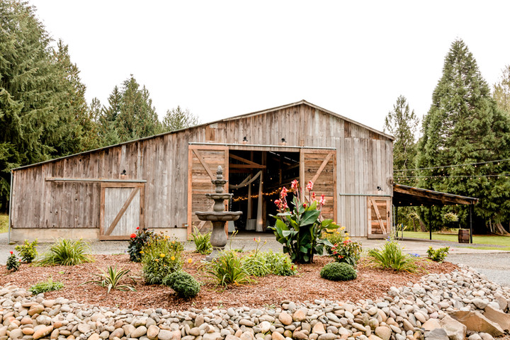 Springwater-Lakes-Estate-Oregon-City-barn-Corina Silva Photography
