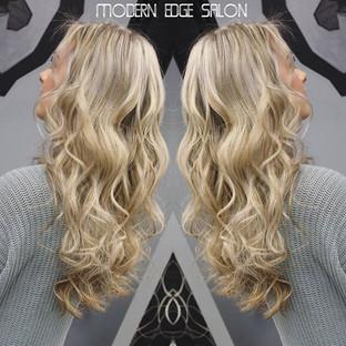 #Blondehair #blondebalayage #balayage #ombre #modernedgect #modernedgesalon #immodernareyou #modernsalon #behindthechair #newingtonct #cthai