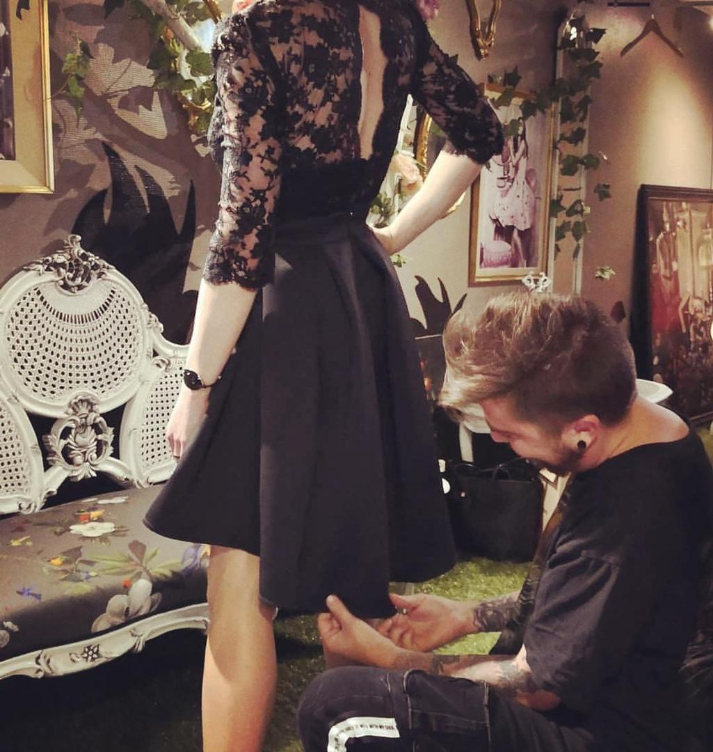 Mise au point d'une robe du soir sur mesure