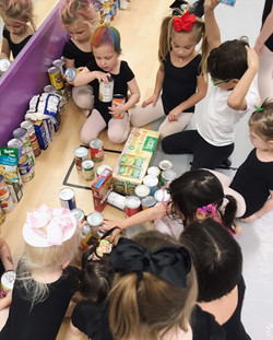 Kids counting canned food at Mldc