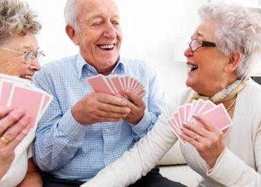 idosos-a-jogar-cartas.jpg