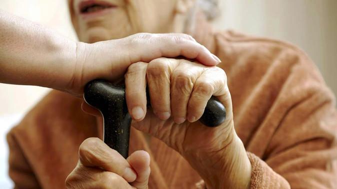 Como prevenir as quedas dos idosos