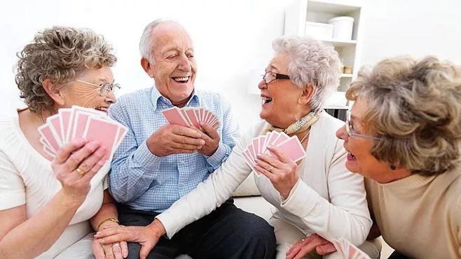 idosos y cartas.jpg
