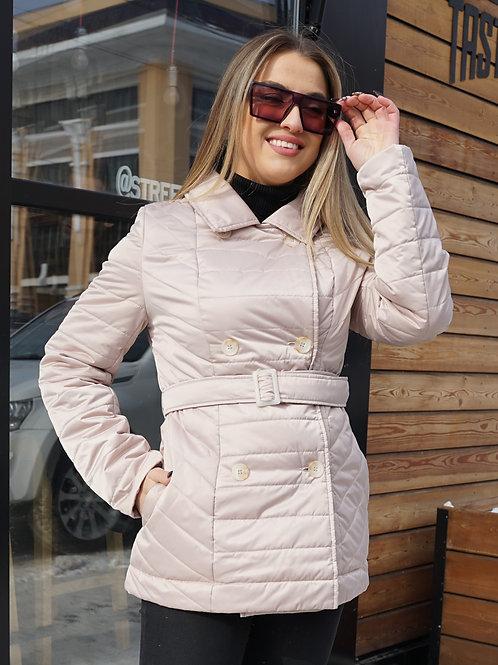 Короткая женская куртка с поясом