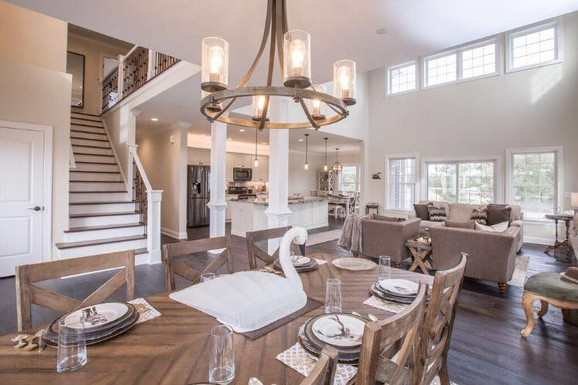 Relaxed Living by Sams | Home Staging |Open Dining Area