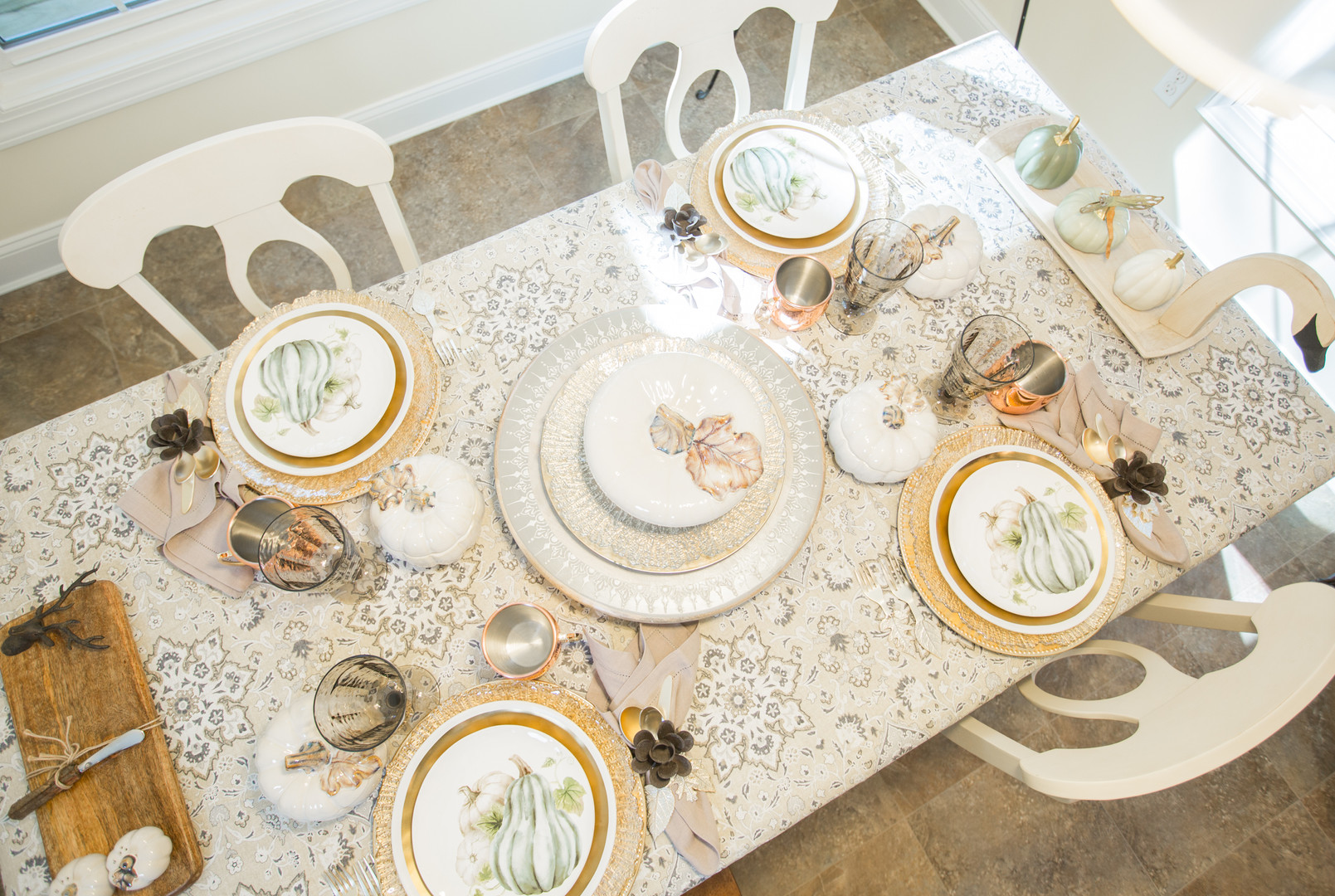 Relaxed Living by Sams | Home Staging | Kitchen Table Setting