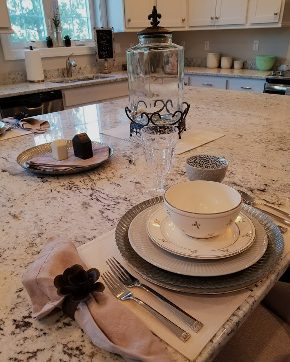 Relaxed Living by Sams | Home Staging | Kitchen place setting