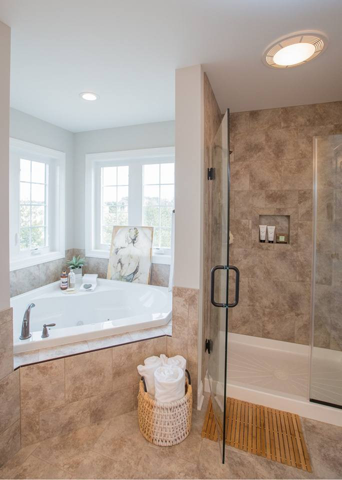 Relaxed Living by Sams | Home Staging | Bathtub and shower