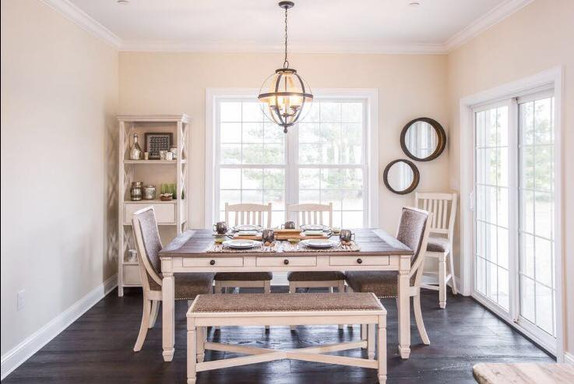 Relaxed Living by Sams | Home Staging | Breakfast Dining Area