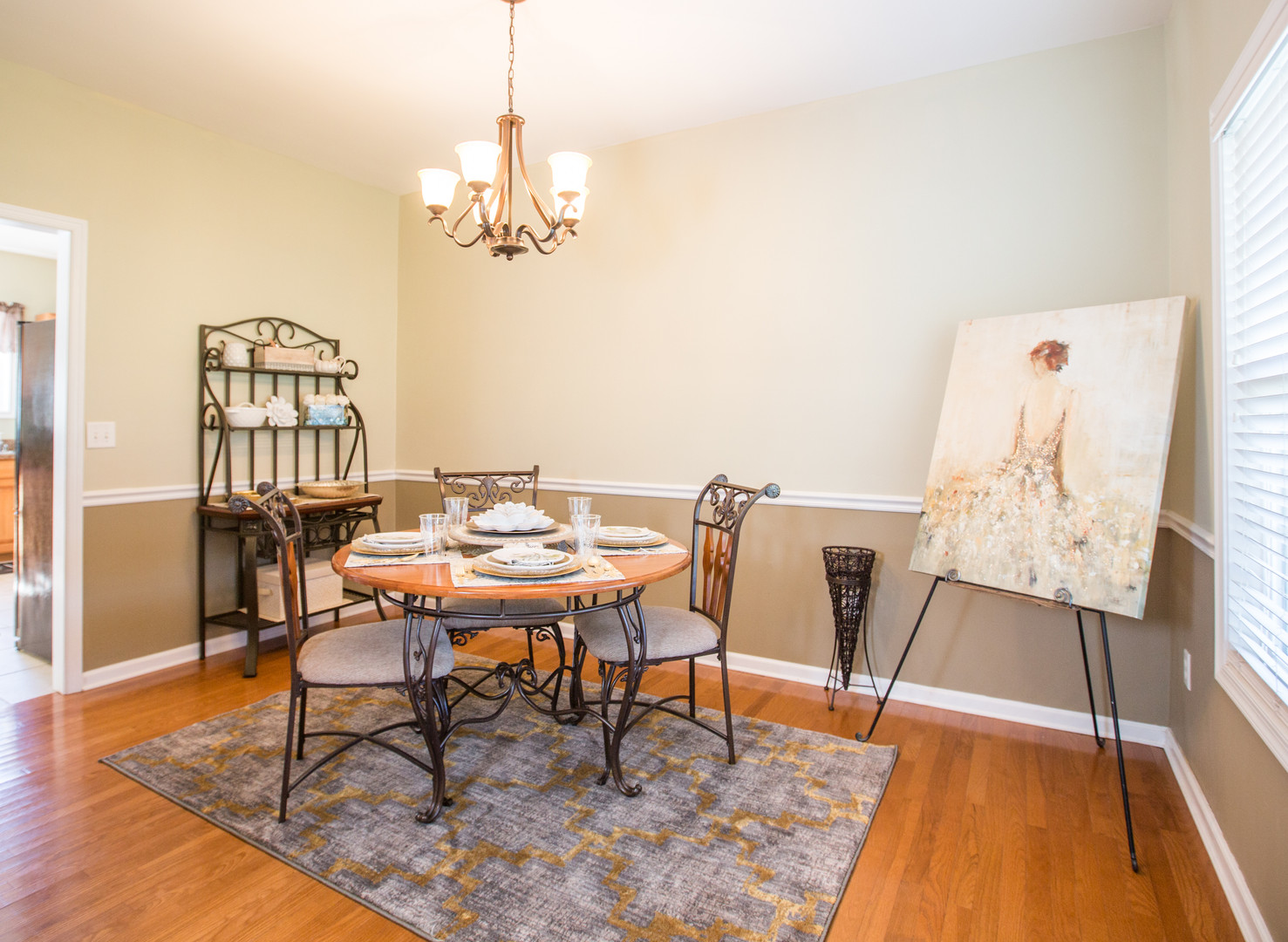 Relaxed Living by Sams | Home Staging | Dining Area