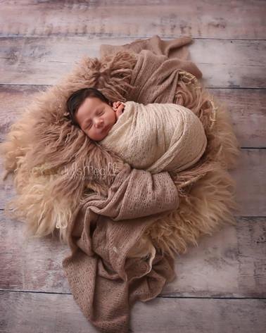 newborn flokati & wraps (48).JPG