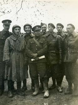 En mars 1940 Drugeon et les anglais   Rob Roy à gauche