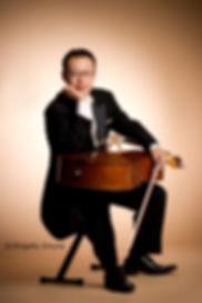山本徹、チェロ・バロックチェロ奏者。バッハコレギウムジャパン(BCJ)、オーケストラ・リベラ・クラシカ(OLC)などのメンバー。