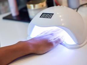 紫外線から受ける爪への影響はダメージやトラブルを引き起こします。