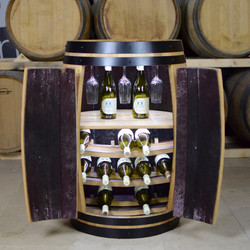 Yeagarup drinks cabinet with LEDs