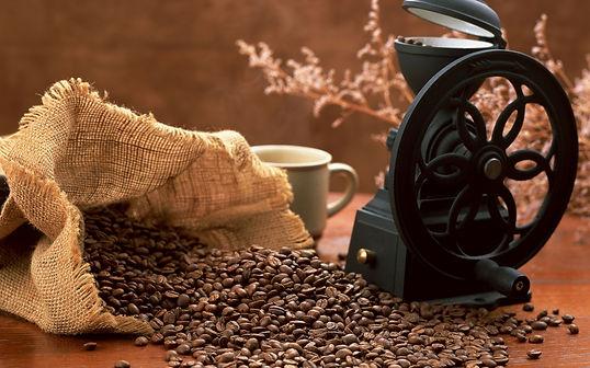 Bulk bag of coffee beans grinding machine coffee cup