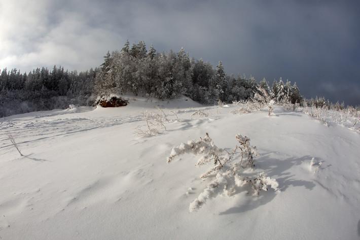 Настоящая зима и космический объект