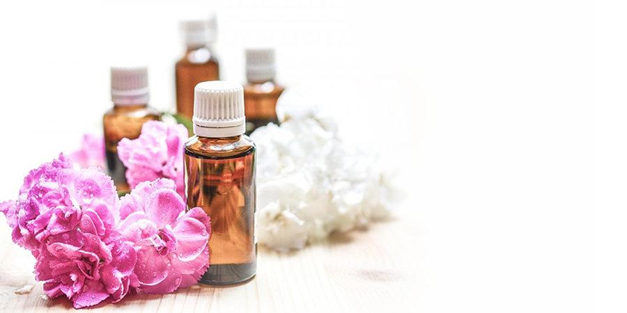 organic essential oils, therapeutic grade essentil oils, lavender essential oil, tea tree essential oil, eucalyptus essential oil