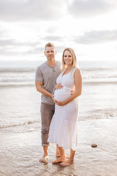 beach family maternity photo couple