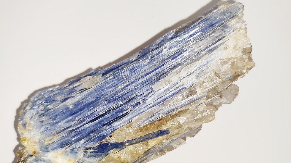 קאינייט כחולה בשילוב קוורץ 985 גרם