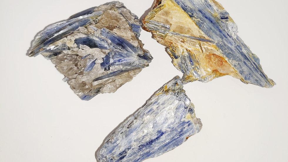 קאינייט כחולה גדולה