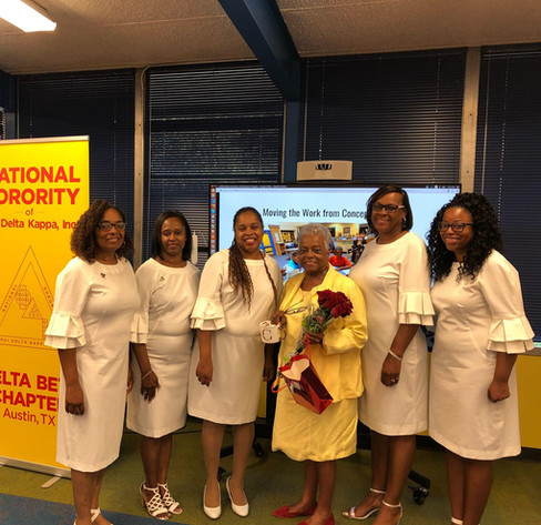 Delta Beta Chapter new Sorors with Dean of Plegdee