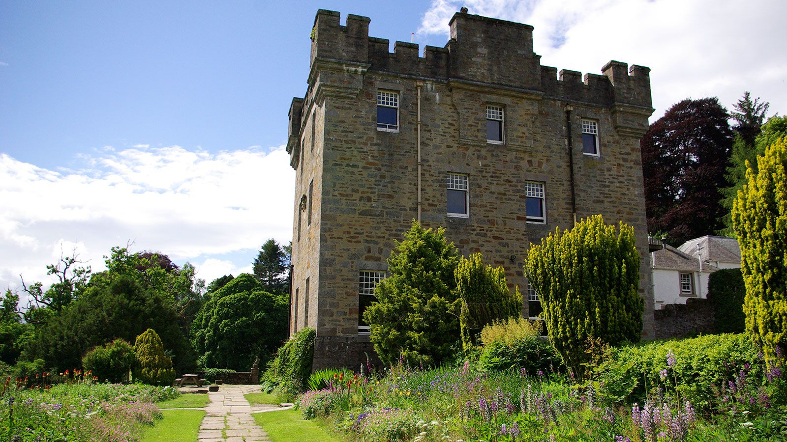PS-G-Centre-Dalguise-castle-outside-for-Primary-Schools