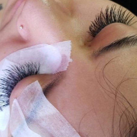 I'Vasia Beauty:Getting Into Lashes.