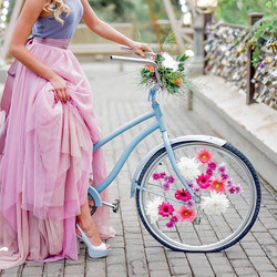 We had 'n great time doing the #flowers for this #paris #themed #styledshoot! All the #pinks and #bl