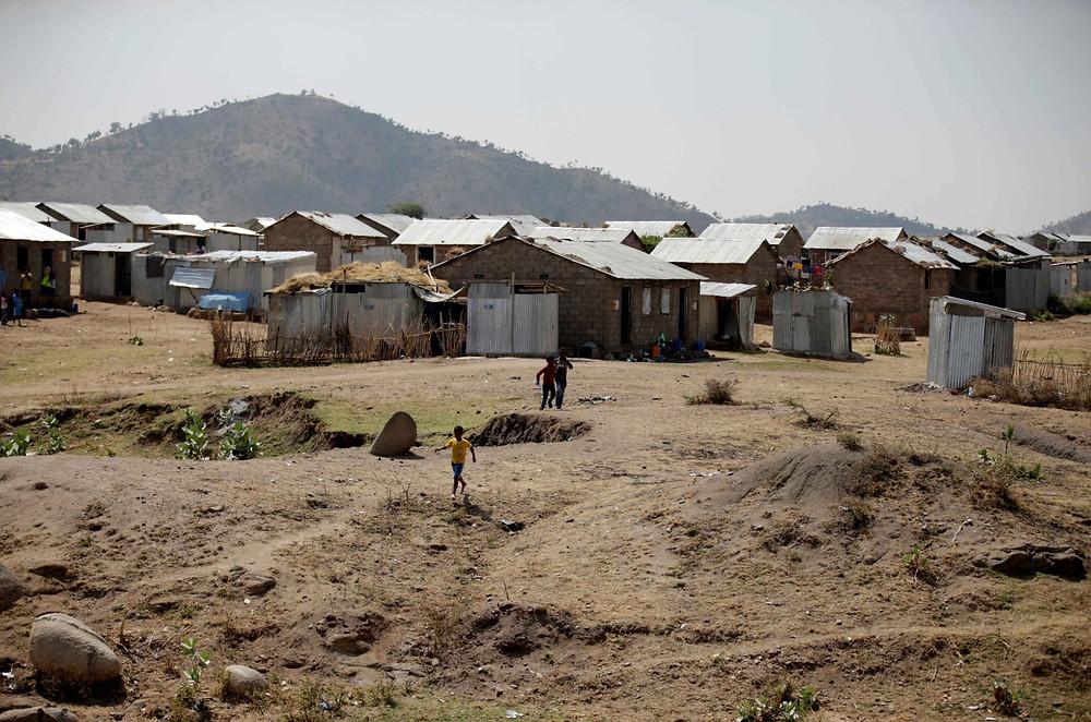 Eritrean refugee children play within Hitsats refugee camp near the Eritrean boarder, Tigrai region, Ethiopia, November 9, 2017.  © REUTERS/Tiksa Negeri