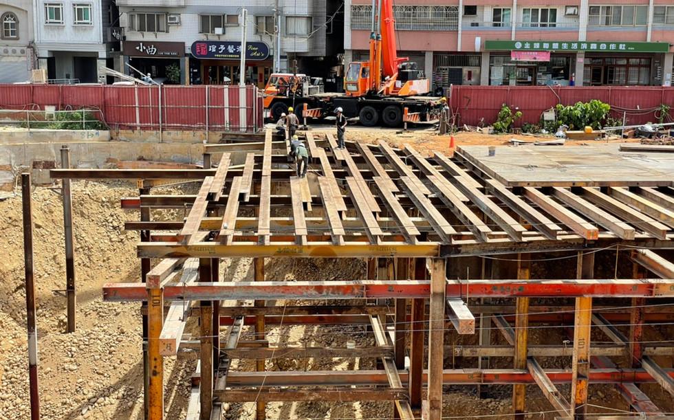 安全支撐構台小樑吊裝