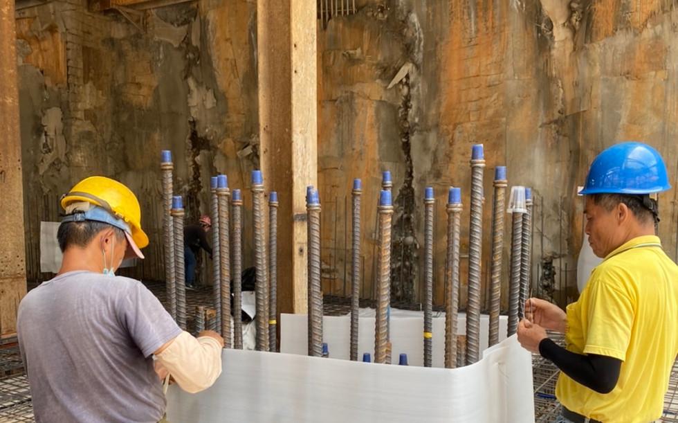 B2FL 混凝土澆置前柱筋保護板施作