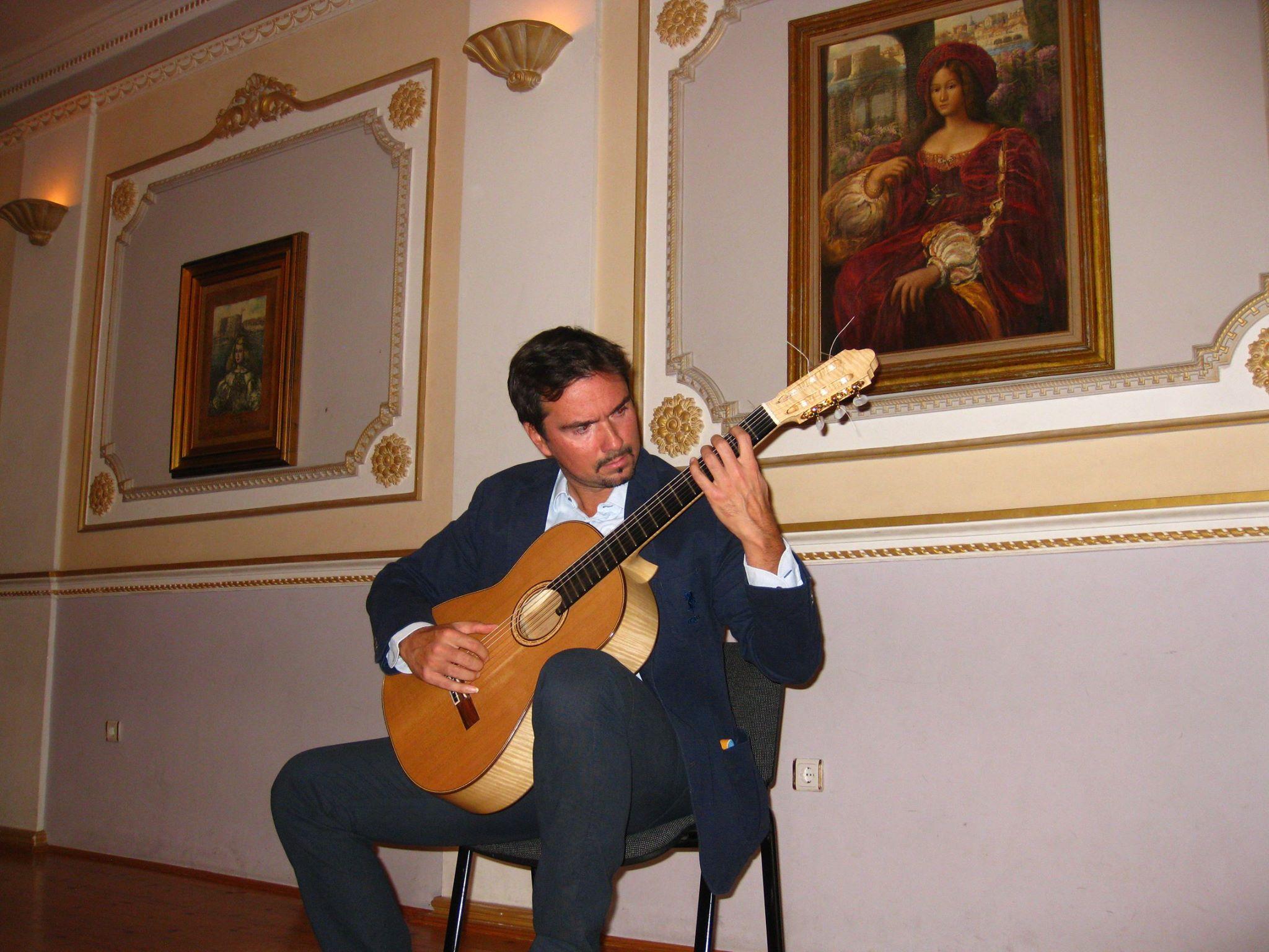 Adnan Ahmedic Classical Guitarist