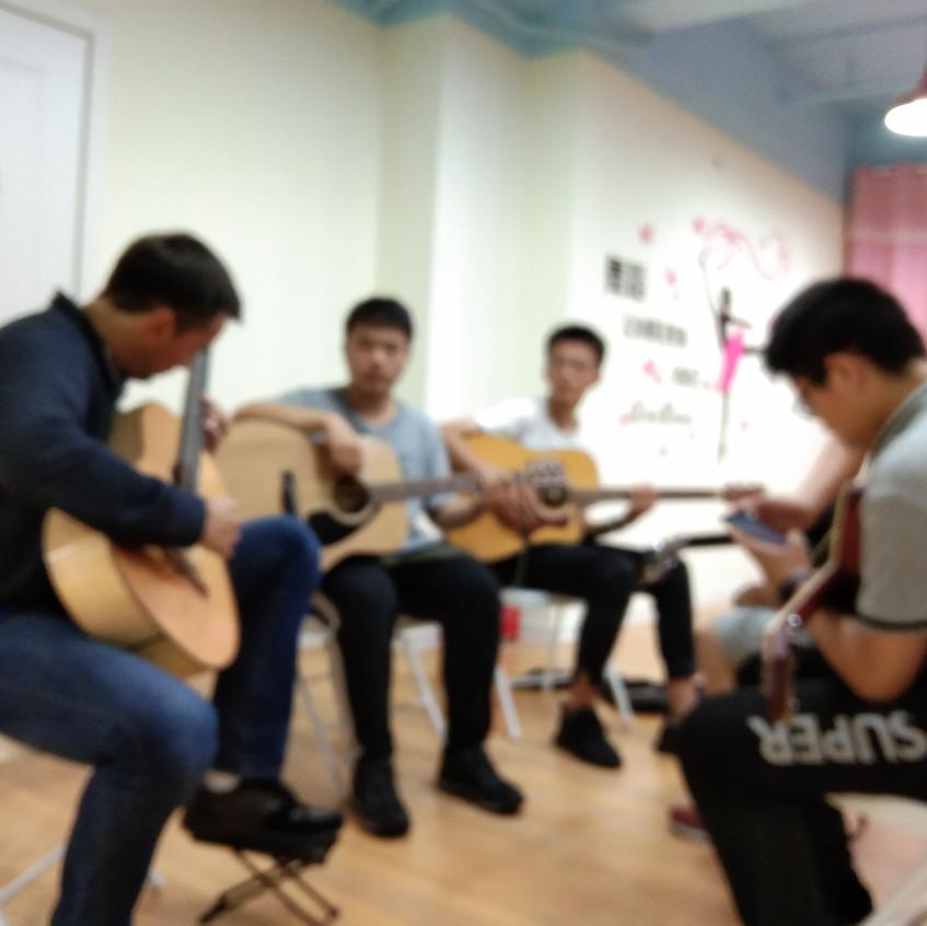 Adnan-ahmedic-china-guitar[1]