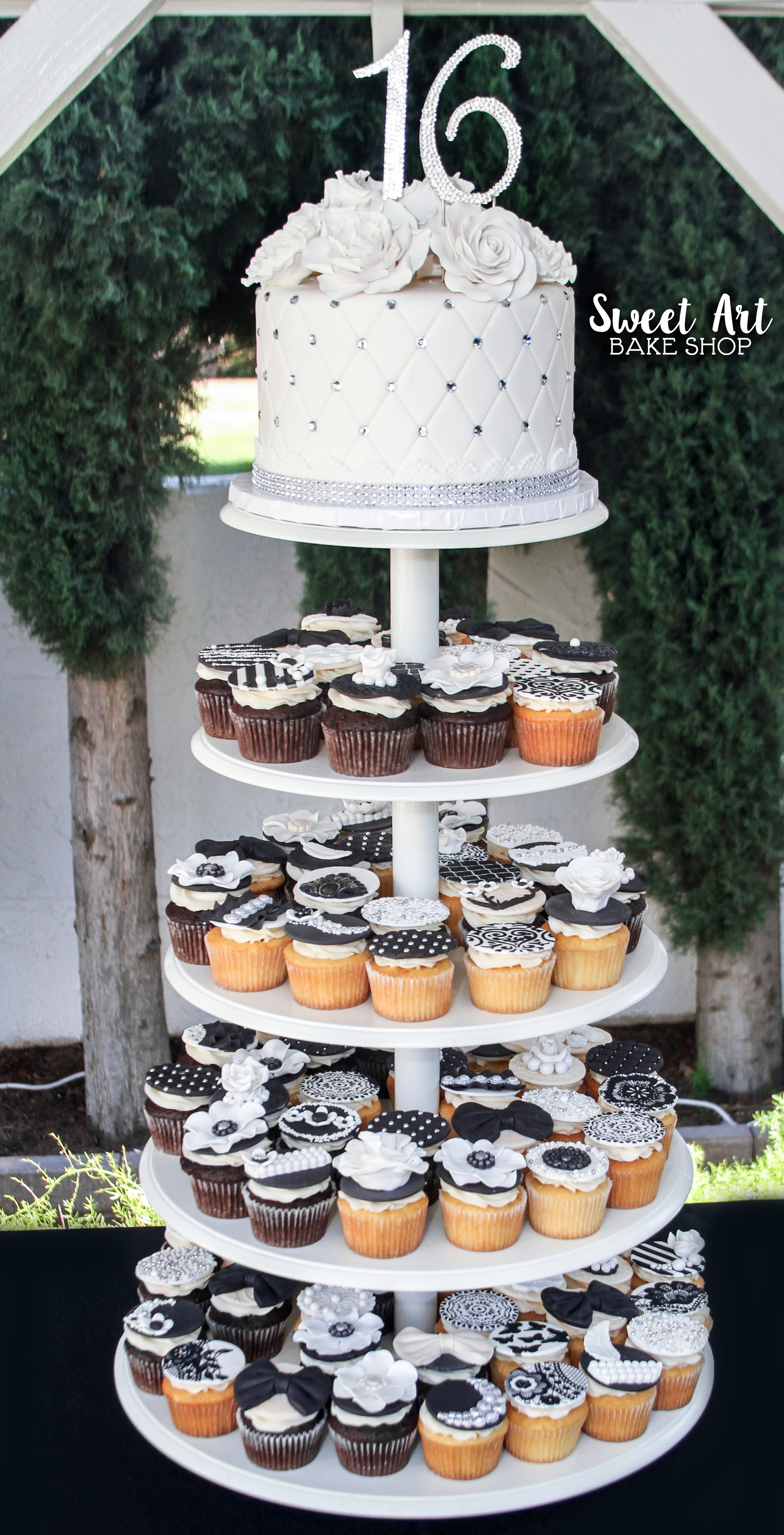 Black, White, and Champagne Cupcakes