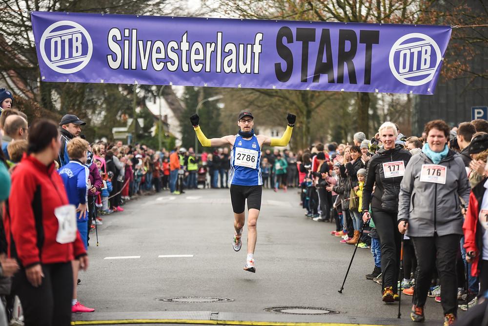 Zieleinlauf Maik Wollherr Silvesterlauf 2015
