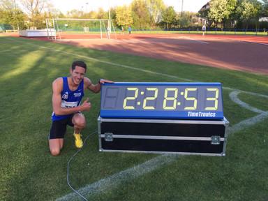 Wums! Jan Niklas Böhm: 2:28,53 Min. über 1000m - 4x400m Staffel auf Platz 1 im DLV