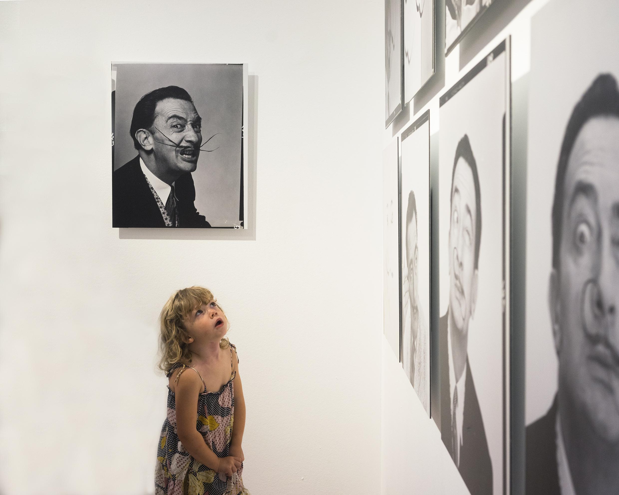 Nuestra peque en el museo Dalí