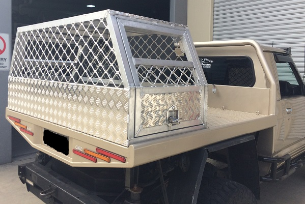 Custom-aluminium-lockable-ute-dog-box
