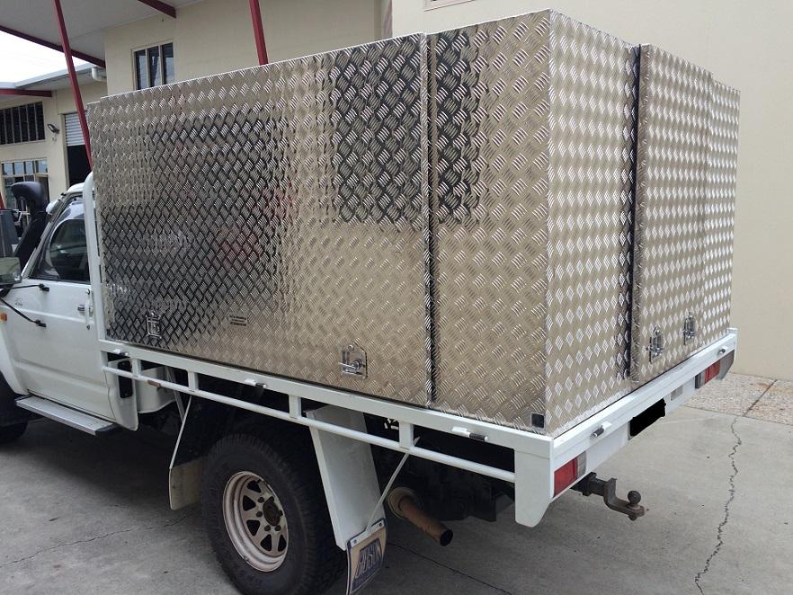 Square-aluminium-canopy