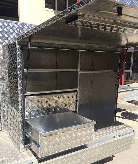 Custom-truck-tool-boxes-with-drawers