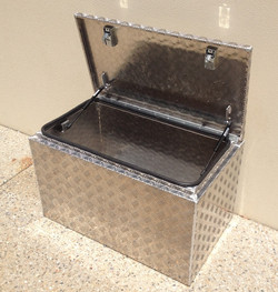 Aluminium-checker-plate-tool-box-with-st