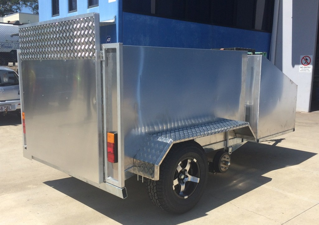 Lawn-mowing-trailer-1024x723