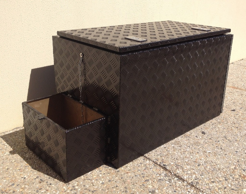 Checker-plate-tool-box-with-jerry-can-ho