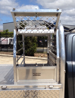 Aluminium-Dog-Box-Open-2