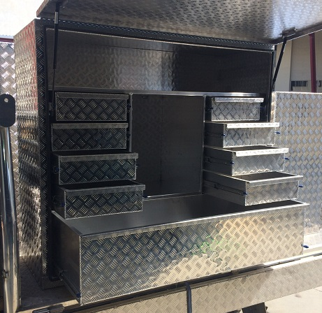 Custom-aluminium-truck-tool-box-with-loc