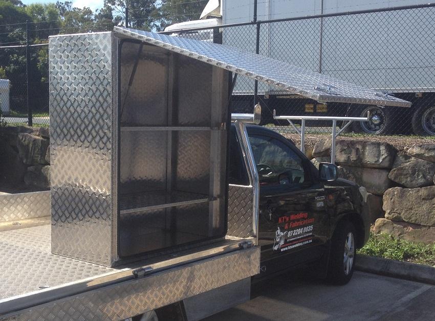 Upright-truck-tool-box