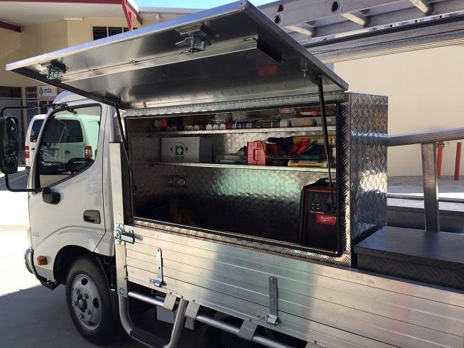 Custom-aluminium-truck-tool-box-with-she